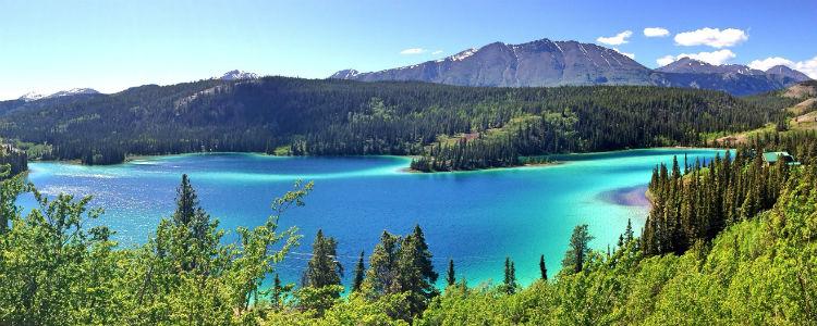 Emerald Lake in Yukon during the day